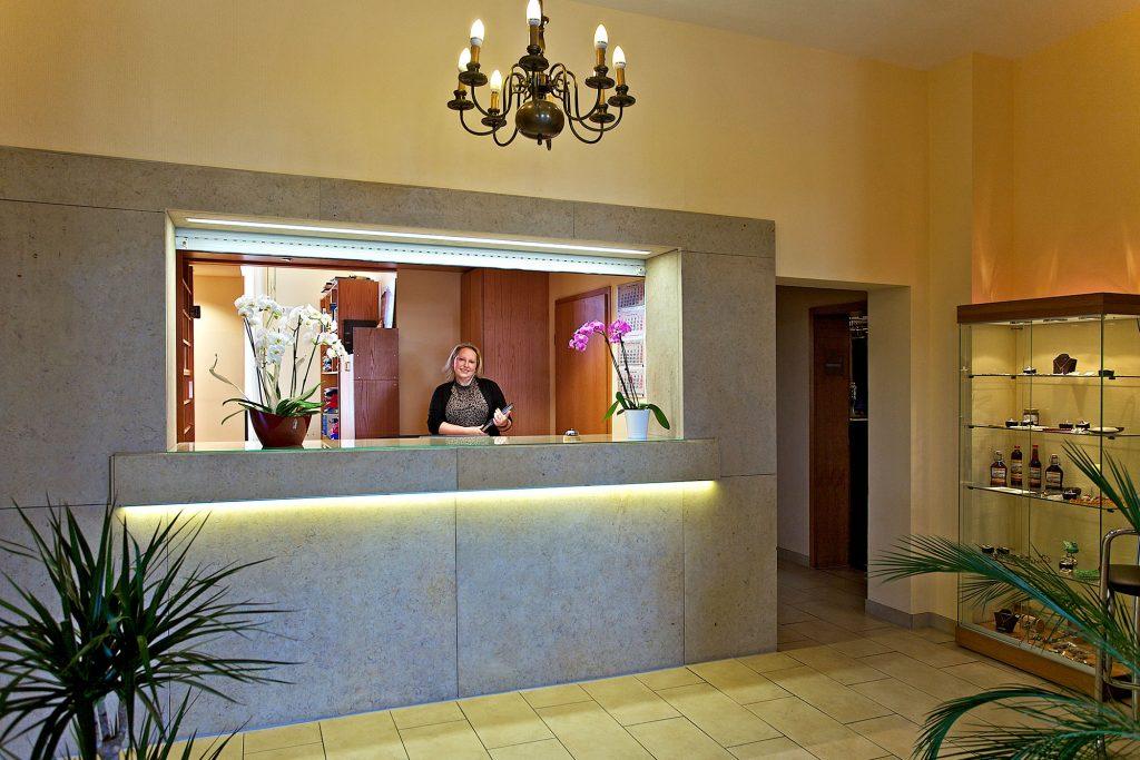 Empfang & Rezeption - Hotel Reichskrone Heidenau zwischen Dresden und Sächsische Schweiz